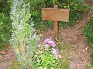 The grave of Yves Gibeau. Webmatters–Carte de Route